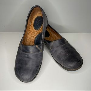 BOC Born concepts Navy C95272 Blue Leather slip on, Size 7,5 Great Condition